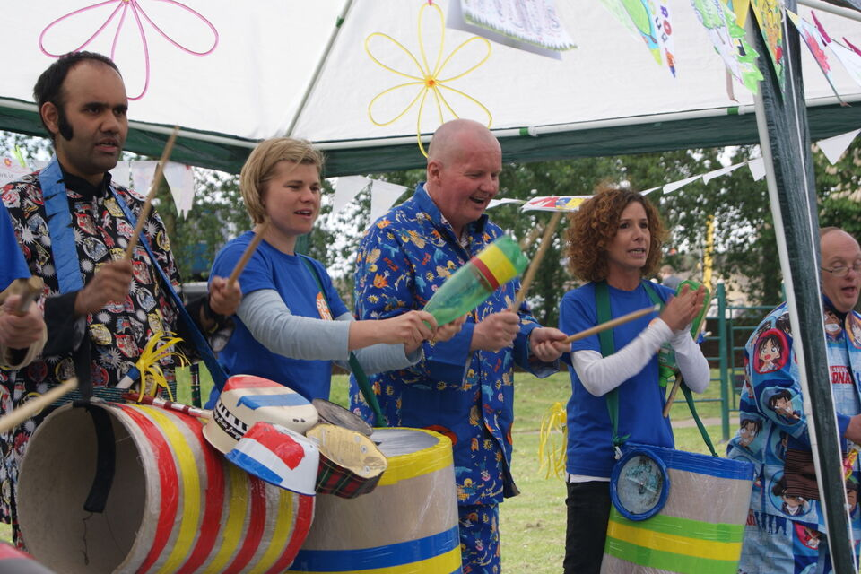 Spare Tyre Band performing